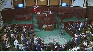 """En Tunisie, le Premier ministre appelle à voter une loi pour """"pénaliser"""" le racisme"""