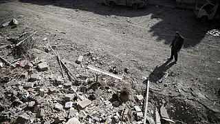 Síria: Governo intensifica ataques mas afirma querer negociar a paz com insurgentes