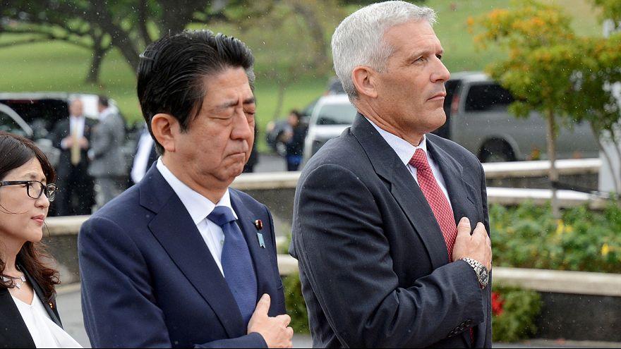 """Shinzo Abe ensaia em Pearl Harbor """"reconciliação"""" com EUA"""