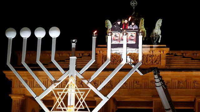 Берлин: празднование Хануки - еврейский ответ радикальным исламистам