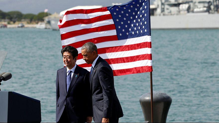 Barack Obama et Shinzo Abe, ensemble au mémorial de Pearl Harbour