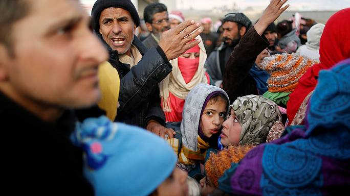 Irak : par centaines, les habitants de Mossoul tentent de fuir les violents combats