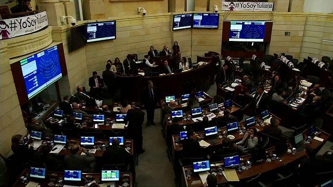 Colombia :si definitivio del parlamento all'accordo di pace tra il governo e Le Farc