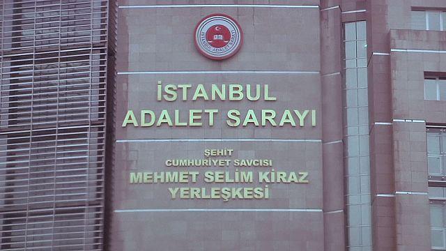 Começa na Turquia julgamento de 9 jornalistas