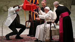 Circus delights Pope Francis at Vatican
