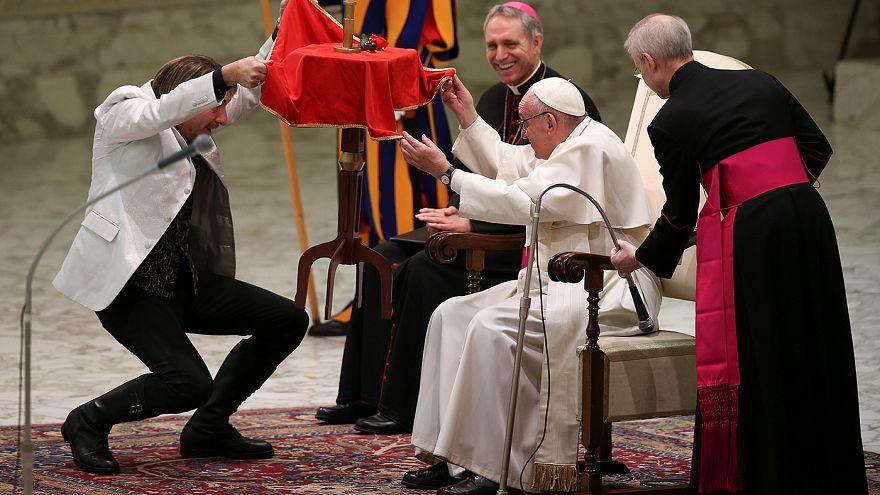 Понтифик поблагодарил артистов цирка за красоту