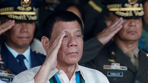 """Duterte asegura ahora que """"ha tirado a gente desde un helicóptero"""" y lo volvería a hacer"""
