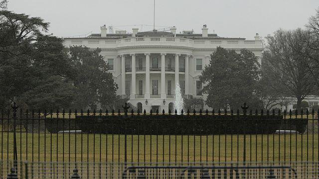 США вводят новые санкции против России и высылают 35 российских дипломатов