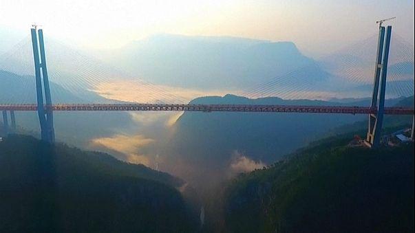 В Китае открылось движение по самому высокому мосту в мире