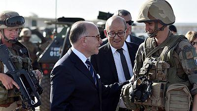 """Tchad : le PM français promet """"une longue bataille"""" contre le terrorisme"""