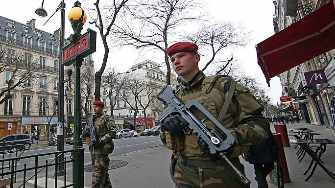 Europa reforça a segurança na noite de Ano Novo por receio de atentados