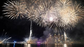 Nouvel an et feux d'artifice de Sidney à Moscou
