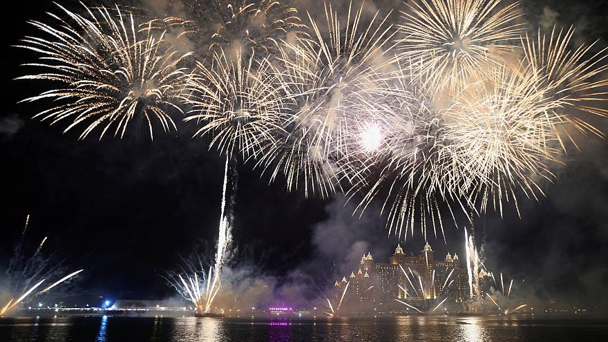 العالم يستقبل السنة الجديدة بالاحتفالات المهيبة