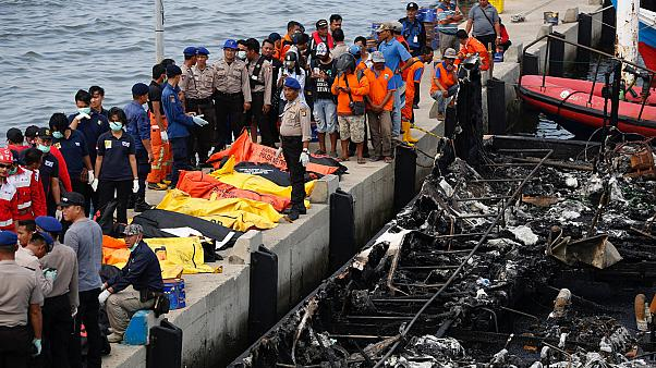 Endonezya'daki tekne yangınında 23 kişi yaşamını yitirdi