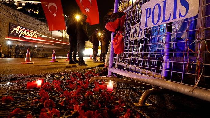 Turquía continúa buscando al atacante contra una sala de fiestas de Estambul que dejó 39 muertos