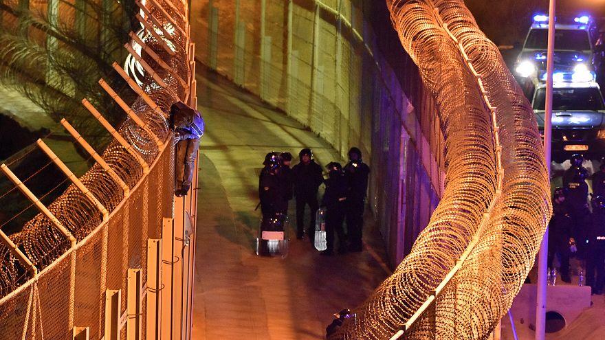 مئات المهاجرين يحاولون دخول مدينة سبتة