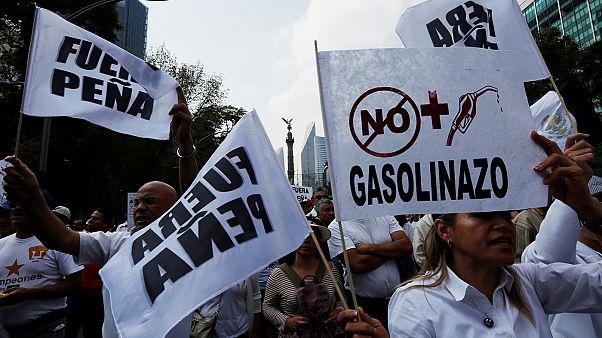 México: ano começa com protesto contra aumento de preços dos combustíveis