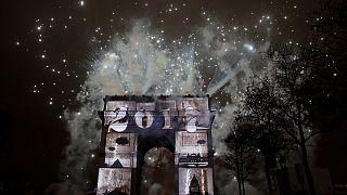 فرنسا تفتتح السنة الجديدة من جادة الشانزيليزيه في باريس