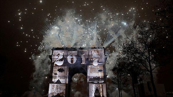 Yılbaşı kutlamalarında Paris'in Olimpiyat adaylığı reklamı