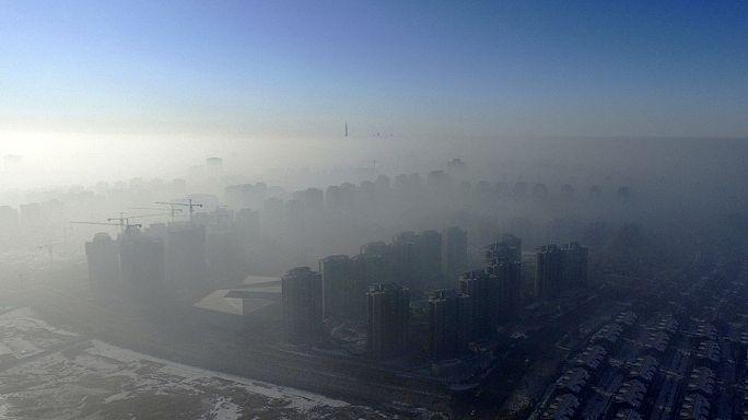 Pequim entra em 2017 num espesso manto de poluição