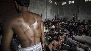 Arakanlı Müslümanları döven polisler gözaltına alındı