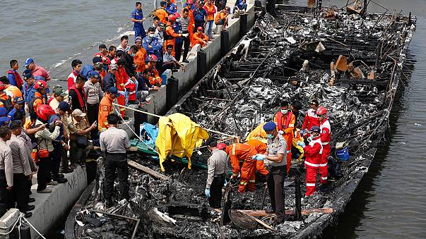 Incendio del traghetto in Indonesia: arrestato il capitano