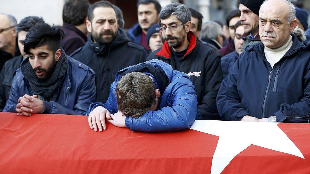 Attentato di Istanbul: l'addio alle vittime turche