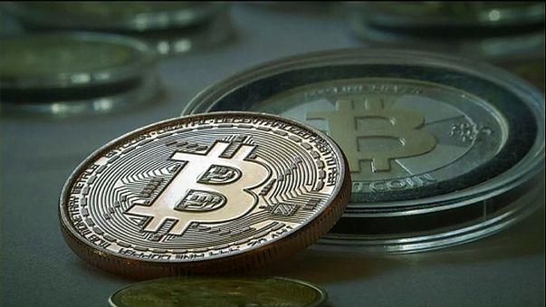 بيتكوين العملة الافتراضية تساوي اكثر من 1000 دولار
