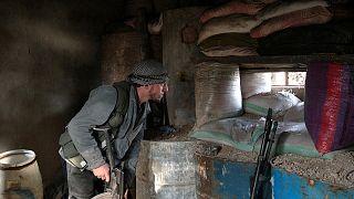 Rebeldes sírios suspendem discussões para paz por violação de cessar-fogo