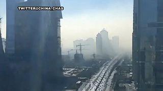 Un video muestra cómo Pekín queda envuelta en una densa nube de polución