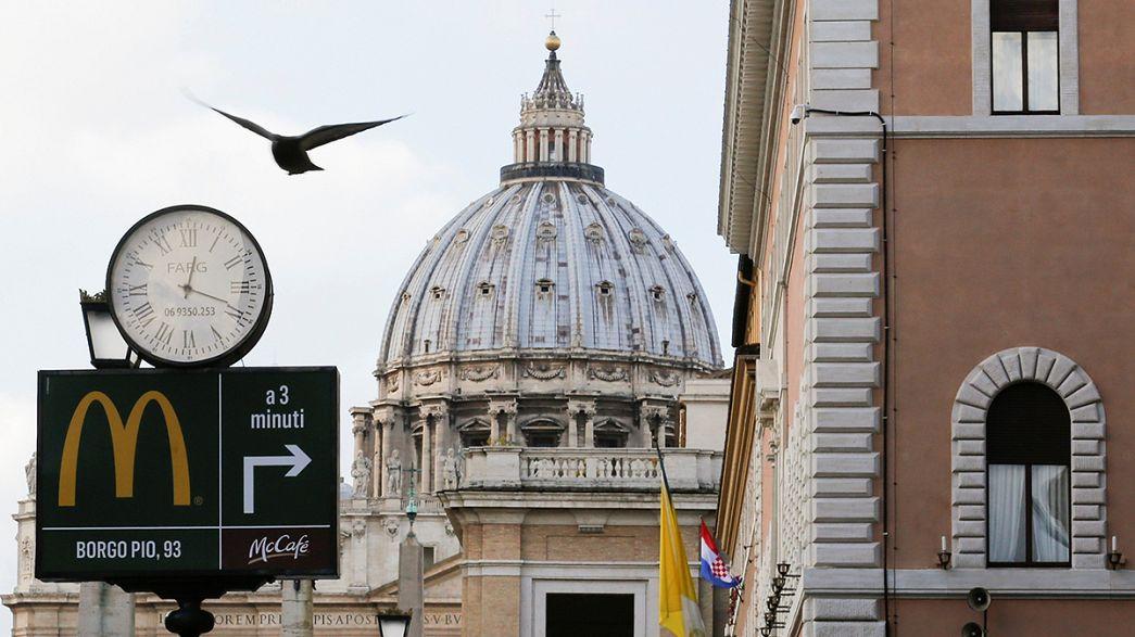 Ouverture d'un Mc Do controversé près du Vatican