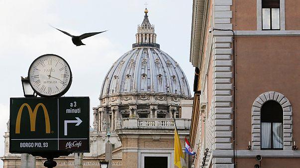 McDonalds Vatikan'ın göbeğinde şube açtı