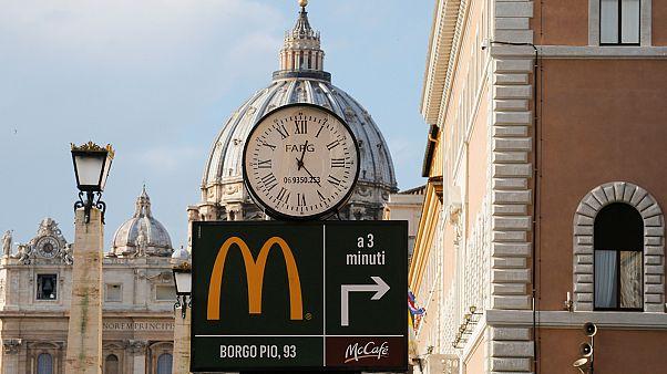 Oraciones, hamburguesas y quejas en el Vaticano