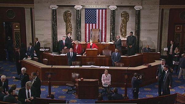 США: Конгресс начал работу с уступки Трампу