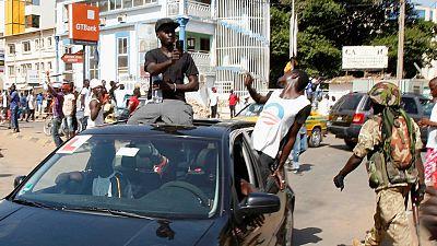 Gambie : des opposants arrêtés pour avoir porté des T-shirts à l'effigie de Barrow