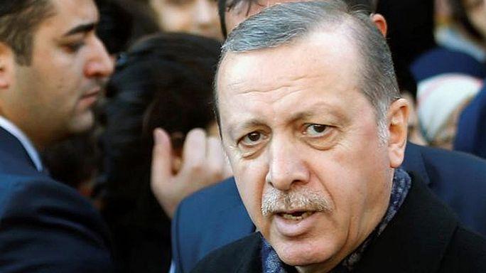 Erdogan: a terroristák egymás ellen akarják fordítani a törököket