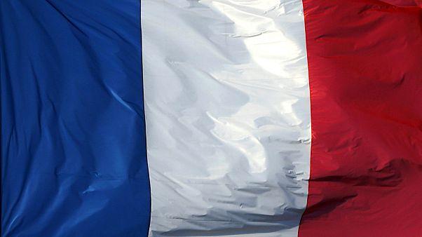 مرشحو الرئاسيات الفرنسية يتوجهون لناخبيهم في العام الجديد