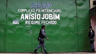 Motim em prisão no Brasil: mais de uma centena de presos ainda em fuga