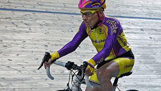 رغم كبر سنه...الدراج الفرنسي روبرت مارشون يحطم الرقم القياسي العالمي في سباق الدراجات