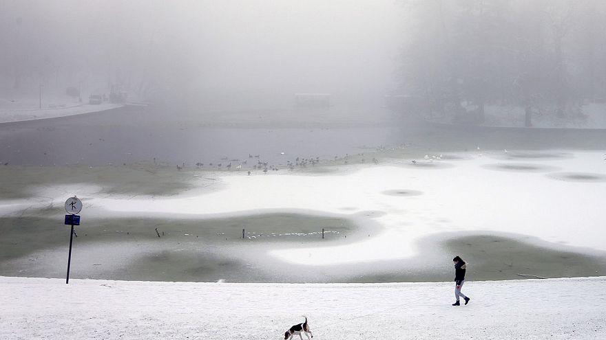 Tempeste di neve e strade bloccate in Europa Centrale