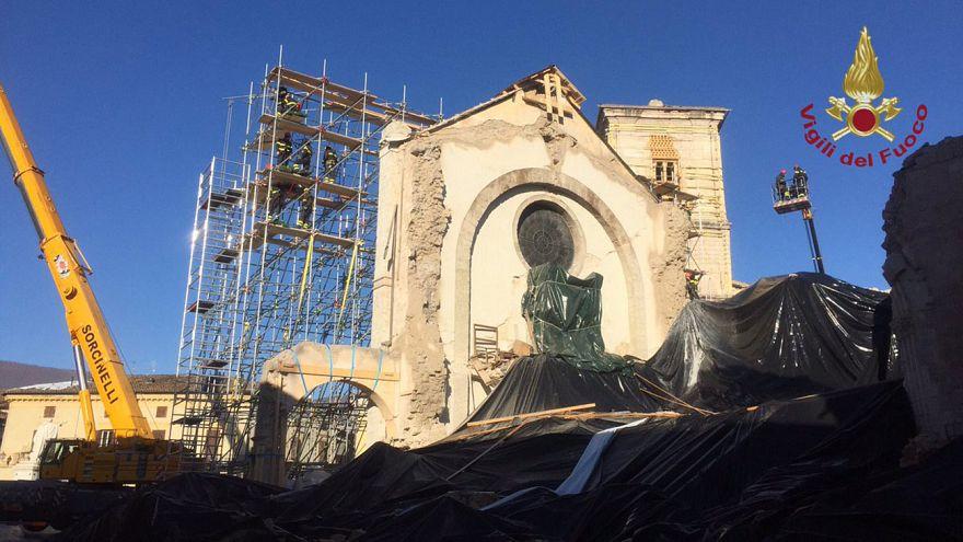 Fassade der Benedikt-Basilika im italienischen Norcia gesichert