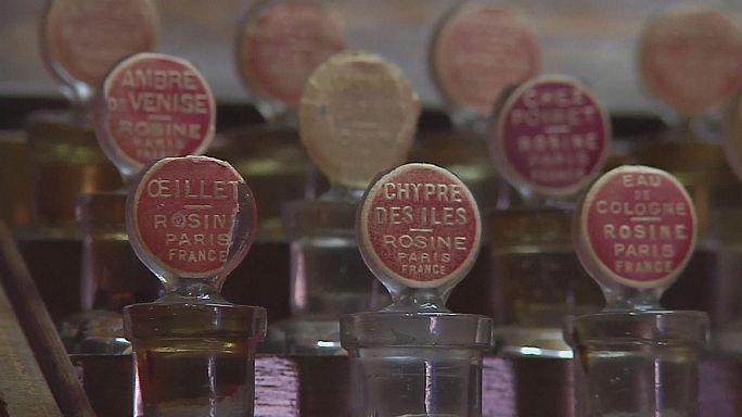 Parfüm archívum: a múlt és a jelen illatai üvegbe zárva