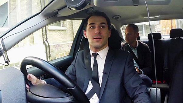Una aseguradora para accidentes suiza dictamina que los conductes de Uber son asalariados