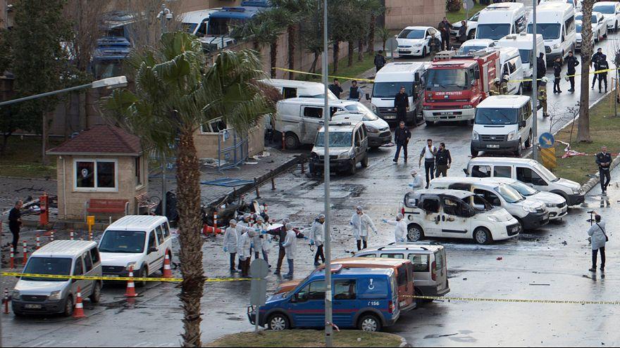 """اتهام """"حزب العمال الكردستاني"""" بتنفيذ هجوم إزمير"""