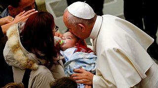 دیدار پاپ با بازماندگان زمین لرزه ایتالیا