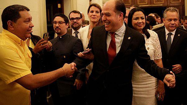 Offensive de l'opposition vénézuélienne contre Nicolas Maduro au parlement