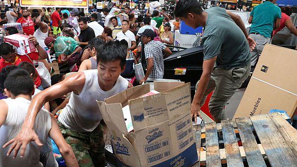 Messico, centinaia di negozi saccheggiati