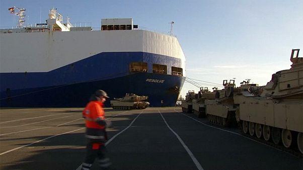 Desembarcan los primeros tanques de EEUU para reforzar a la OTAN en el este de Europa