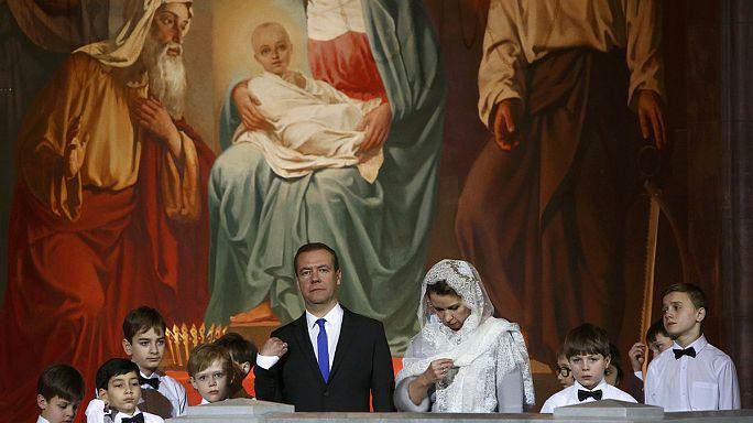 Rusya'daki Noel ayinlerine Putin ve Medvedev de katıldı
