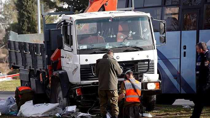 Camion sulla folla a Gerusalemme. Quattro morti e una decina di feriti.
